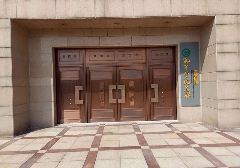 孔子学院铜门安装案例